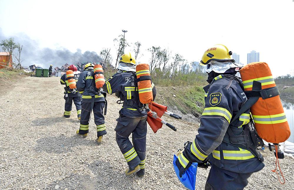 Китайские спасатели на месте происшествия