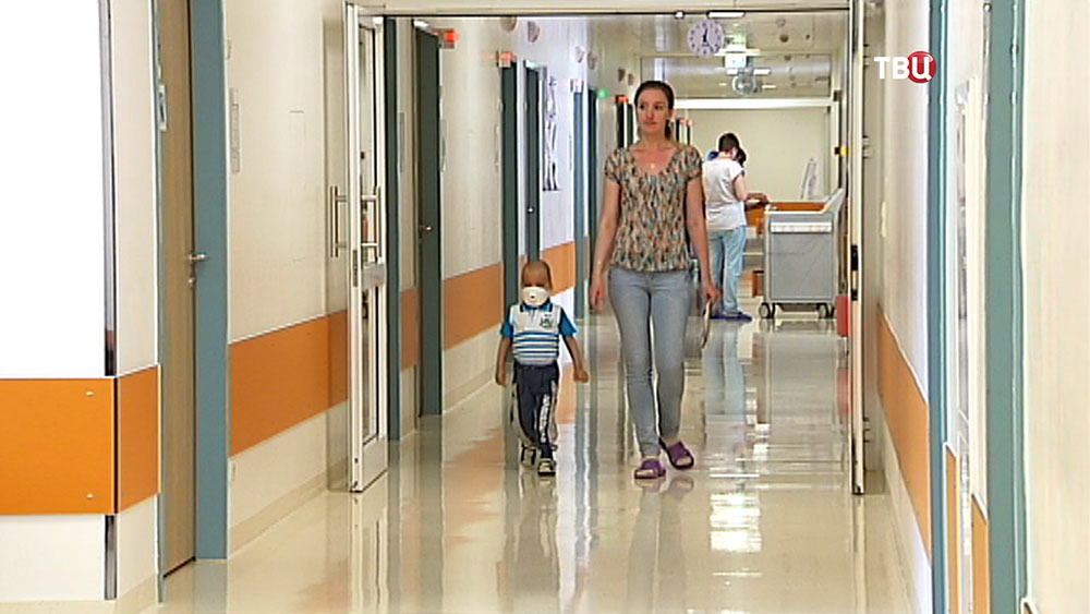 Трёхлетний Максим с мамой в больнице