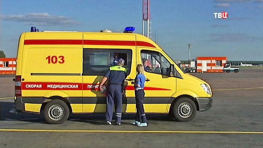 Машина скорой помощи в аэропорту
