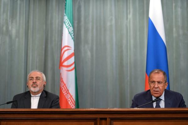 Министр иностранных дел РФ Сергей Лавров (справа) и министр иностранных дел Ирана Мохаммад Джавад Зариф