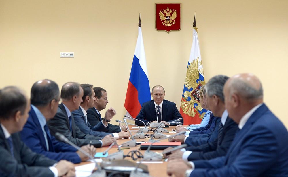 Президент России Владимир Путин провёл совещание с постоянными членами Совета Безопасности