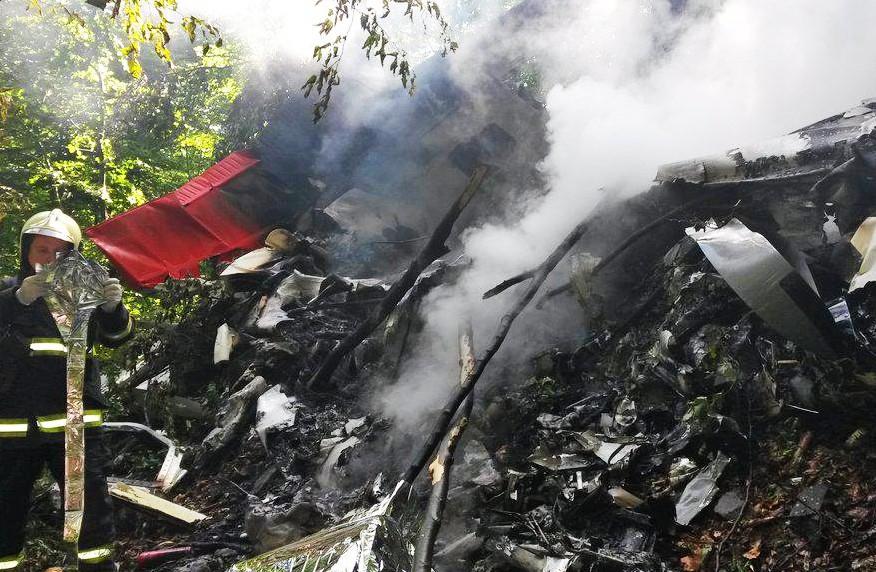 Спасатели на месте крушения самолёта в Словакии
