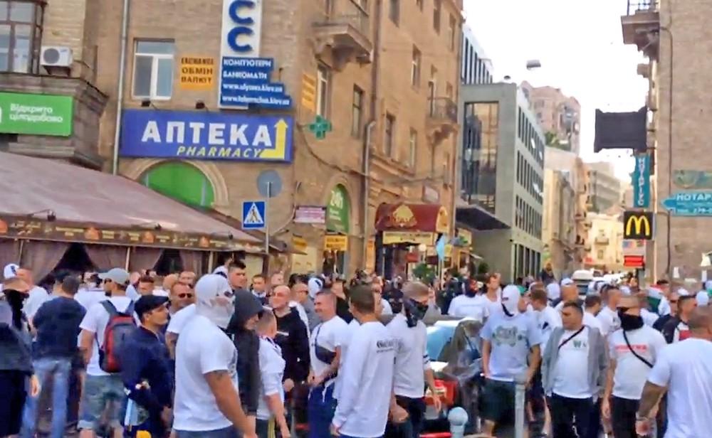 Польские футбольные фанаты в Киеве