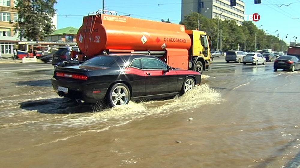 Потоп на проезжей части в Москве