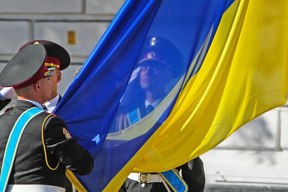 Поднятие Украинского флага