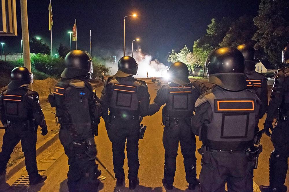 Уличные столкновения с европейской полицией