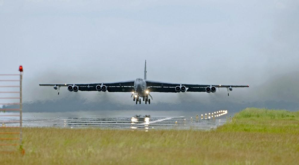 Бомбардировщик-ракетоносец B-52