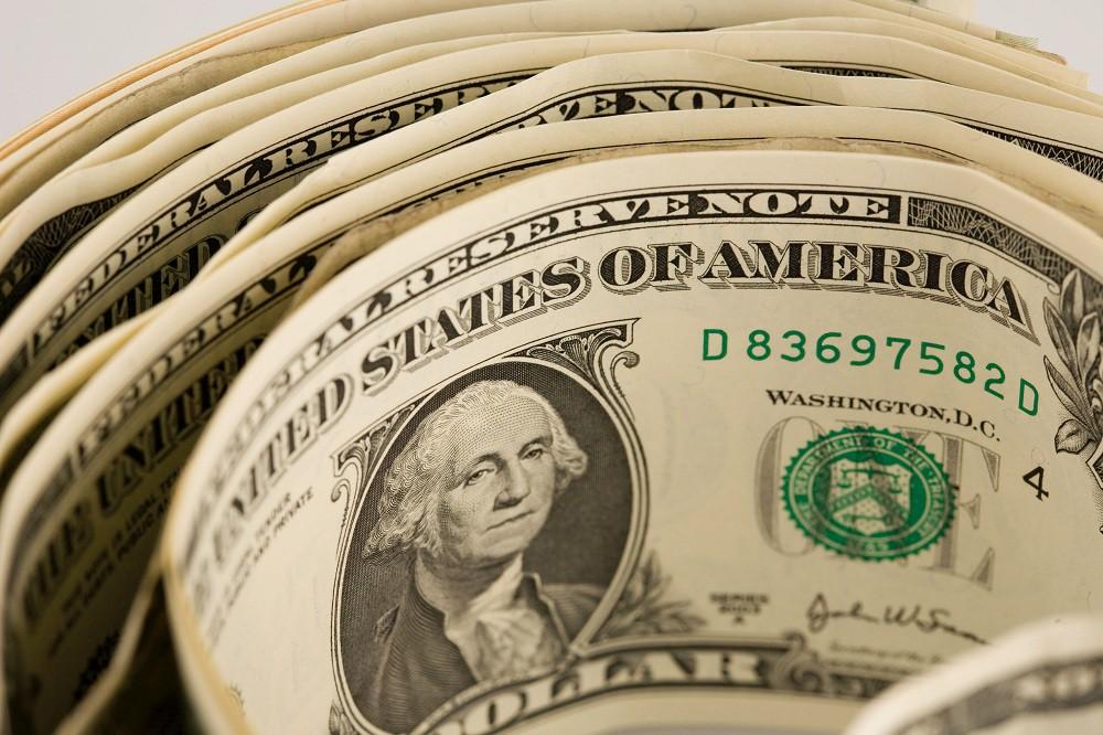 Биржевой курс доллара возвращается котметке 67 руб.