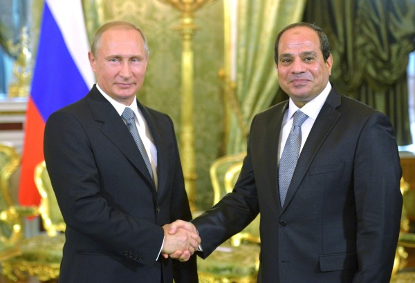 Президент России Владимир Путин и президент Арабской Республики Египет Абдель Фатах ас-Сиси во время встречи в Кремле