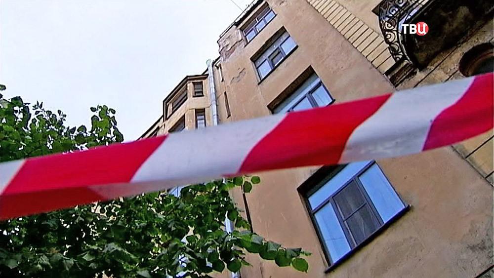 Сбит барельеф Мефистофеля с дома Лихачёва в Санкт-Петербурге