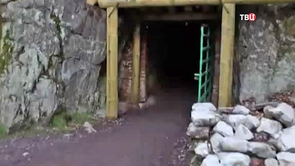 Вход в старую шахту