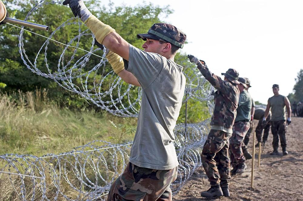 Анти-миграция забор на границе Сербии и Венгрии