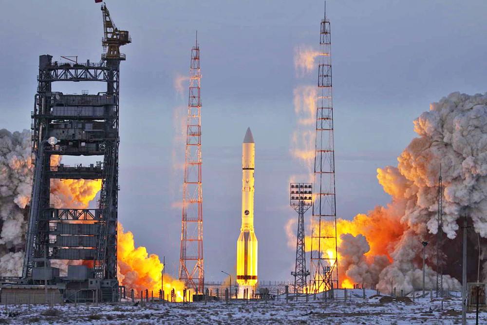 Старт ракеты-носителя'Протон-М
