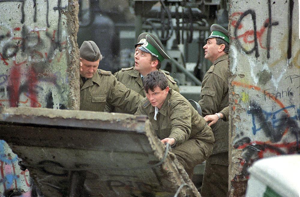 Объединение Германии. Снос Берлинской стены