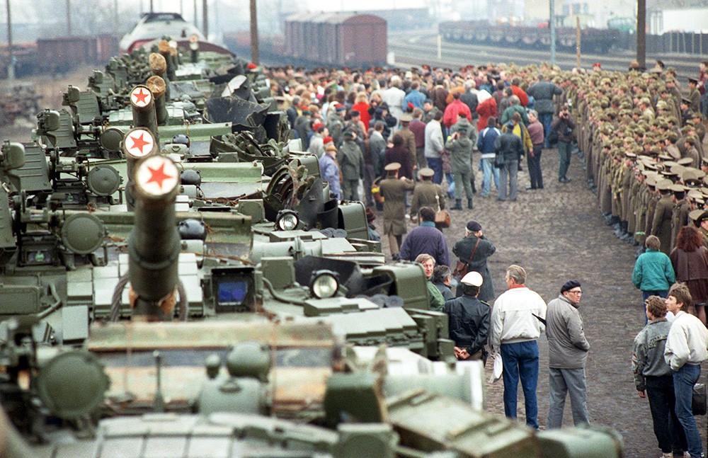 Картинки по запросу вывод советских войск из германии картинки