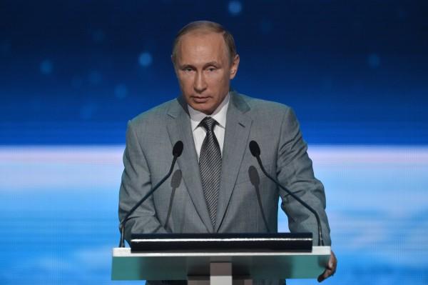 Президент РФ Владимир Путин выступает перед воспитанниками и педагогами