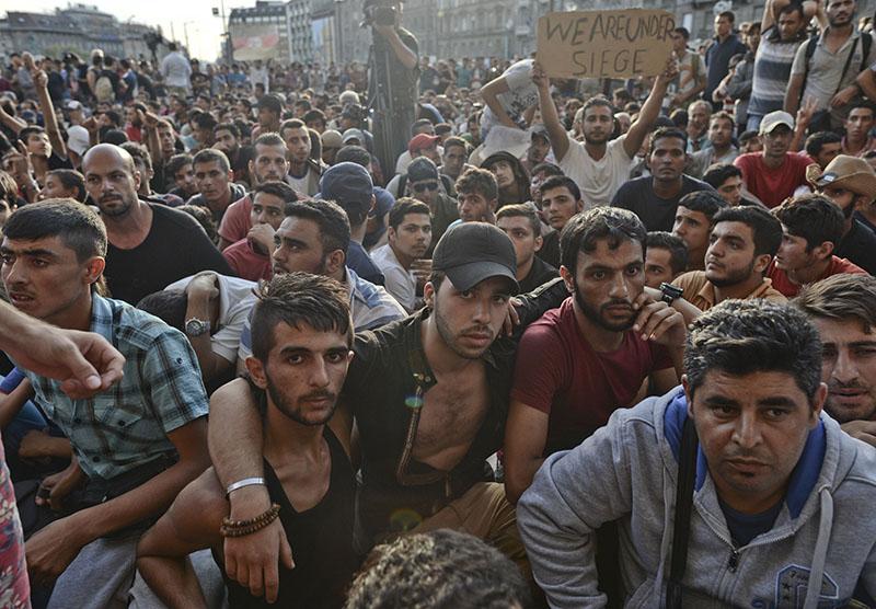 Венгрия вынуждена селить мигрантов в мусорных контейнерах