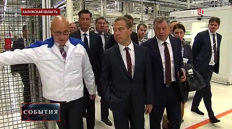 Премьер-министр России Дмитрий Медведев прибыл компанию Volkswagen