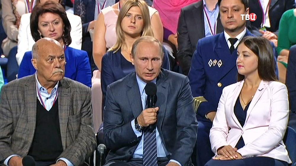 Президент России Владимир Путин на форуме ОНФ