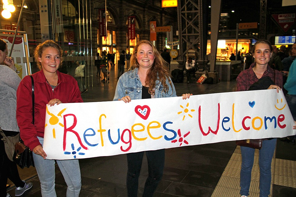 Европейцы встречают мигрантов