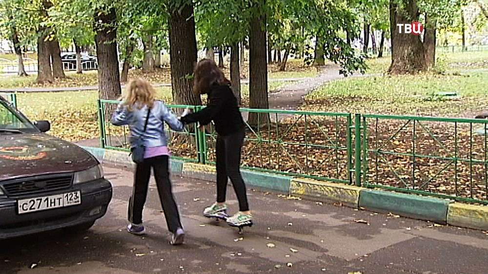 Подростки во дворе