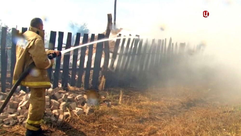 Степной пожар возле населенного пункта