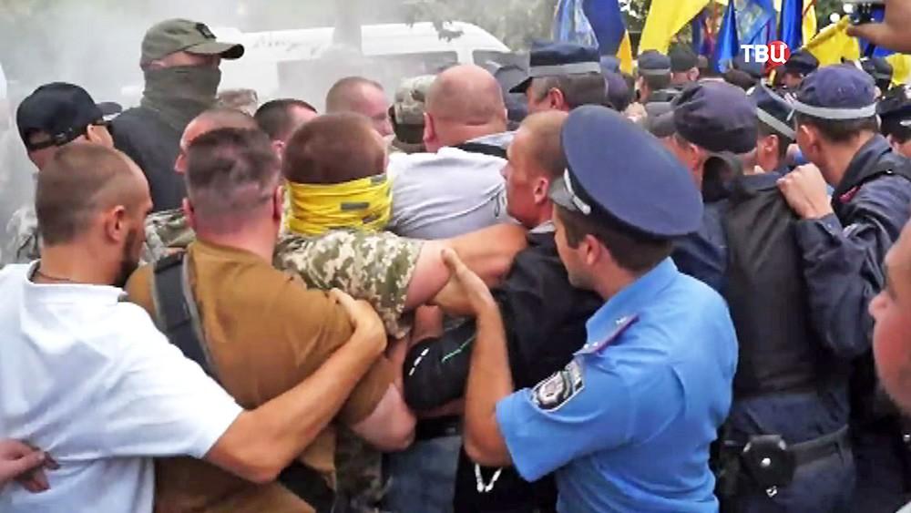 Столкновения украинских радикалов с милицией