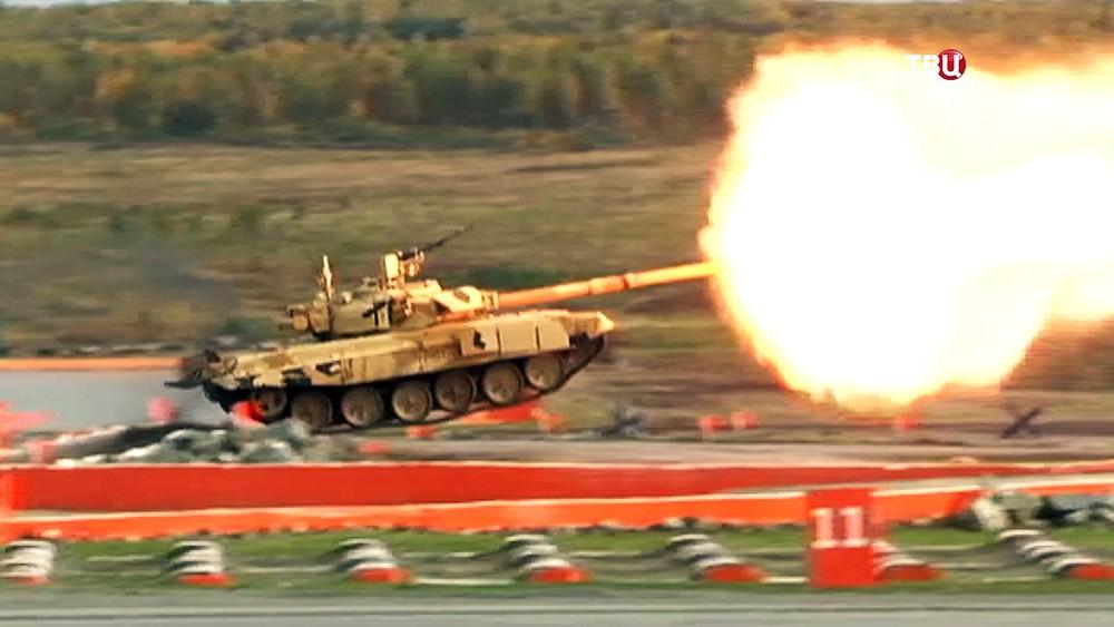 Показательные стрельбы на выставке военной техники в Нижнем Тагиле
