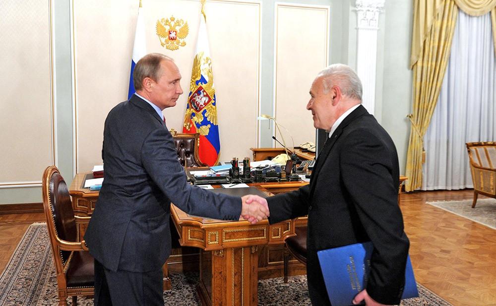 Президент России Владимир Путин и губернатор Магаданской области Владимир Печеный