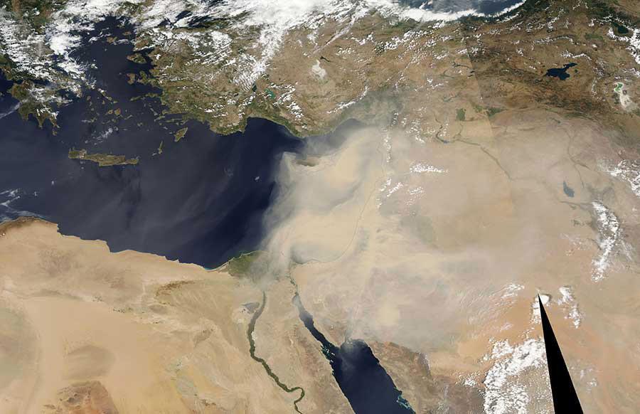 Снимок песчаной бури из космоса