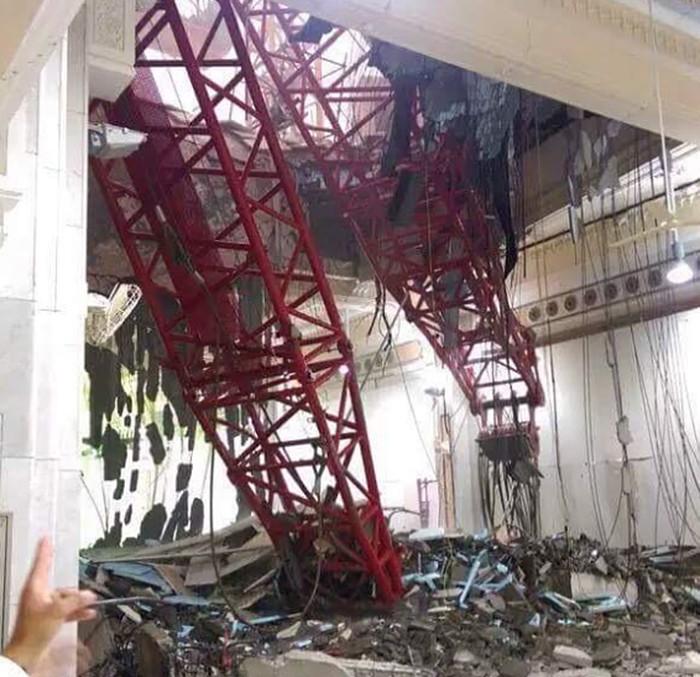 Подъёмный кран упал в мечети в Мекке