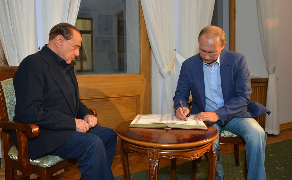 Владимир Путин и Сильвио Берлускони оставили записи в книге почётных гостей Ливадийского дворца