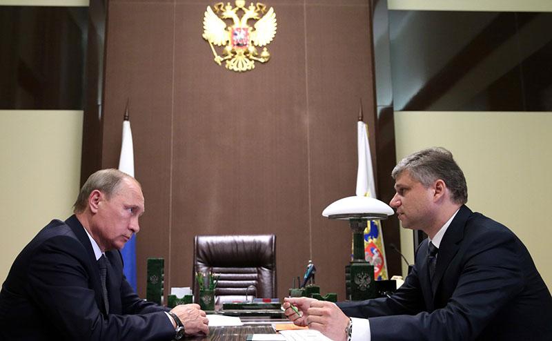 Владимир Путин с президентом ОАО «РЖД» Олегом Белозёровым