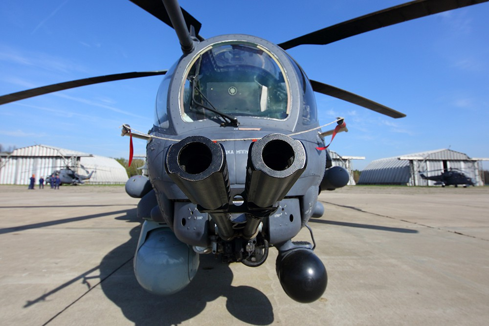 Ми-35М оснащен гиростабилизированной оптико-электронной системой, которая включает в себя лазерный дальномер и тепловизор