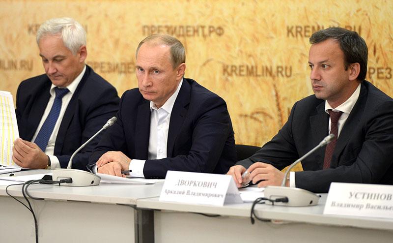 Владимир Путин проводит выездное совещание по вопросам развития агропромышленного комплекса.