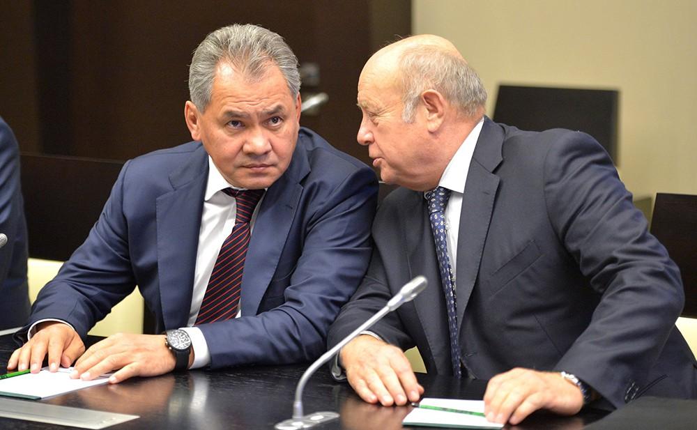 Министр обороны Сергей Шойгу и директор Службы внешней разведки Михаил Фрадков
