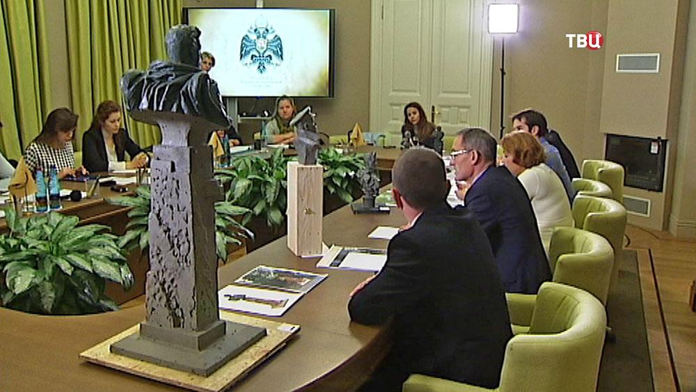 Комиссия выбирает проект памятника генералу Черняховскому