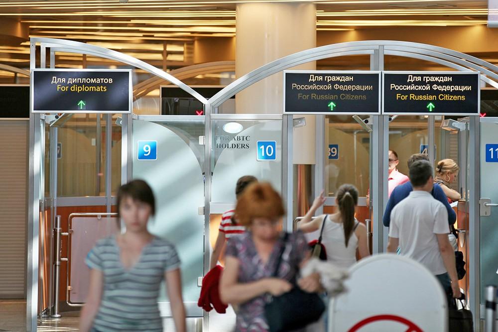 Зона паспортного контроля в аэропорту