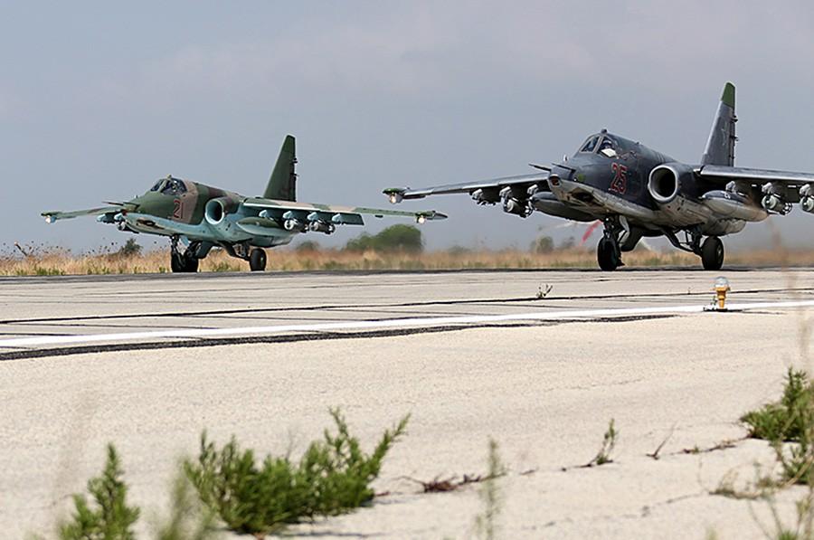 Истребители Су-25 авиационной группировки ВКС России в Сирии