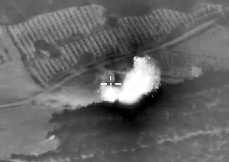Авиаудары российских ВКС по позициям ИГ