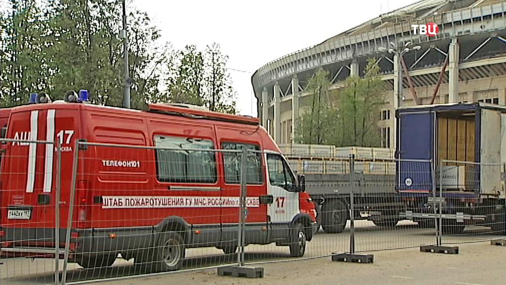 """Пожарная машина у стадиона """"Лужники"""""""