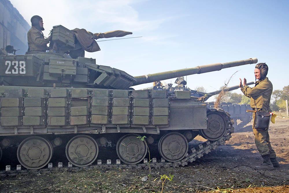 Отвод военной техники в Донбассе