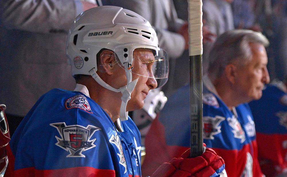 Президент России Владимир Путин принял участие в хоккейном матче