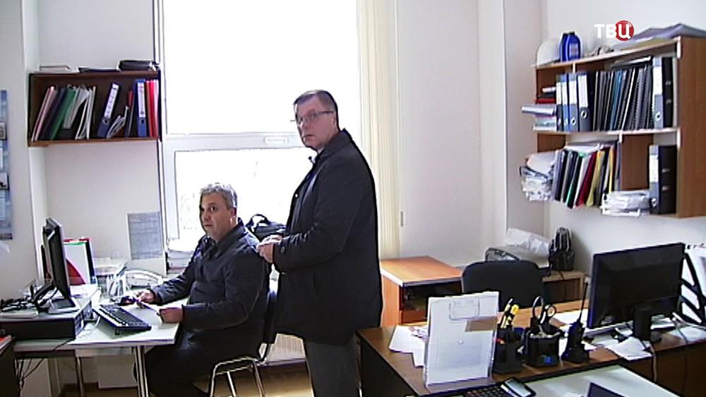 Работники управляющей компании многоквартирного дома