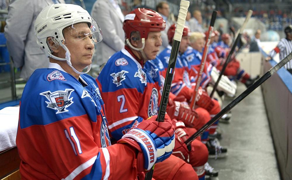 Президент России Владимир Путин принимает участие в матче Ночной хоккейной лиги