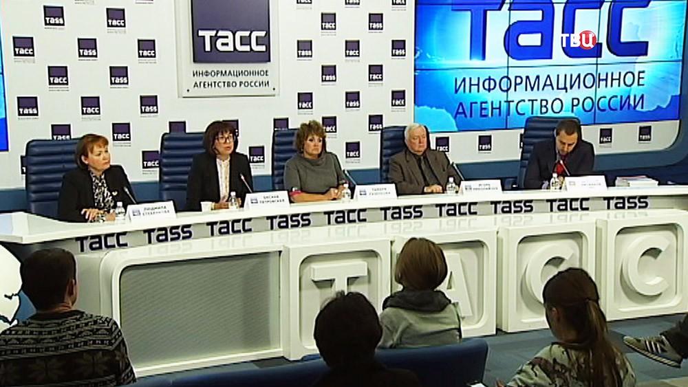 Пресс-конференция посвященная программе борьбы со СПИДом