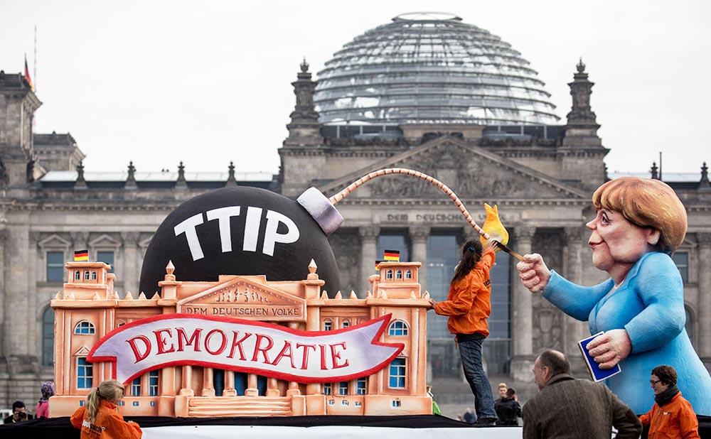 Протест против торгового соглашения США и ЕС в Берлине