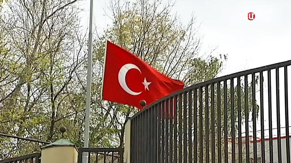 Приспущенный флаг Турции
