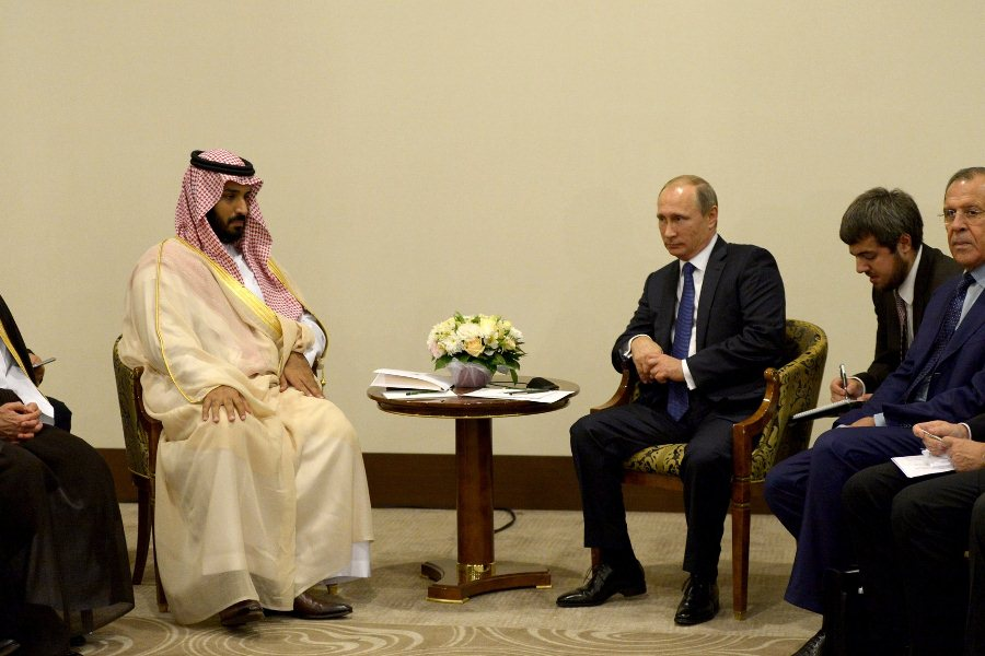 Владимир Путин с министром обороны Саудовской Аравии Мухаммадом ибн Салманом Аль Саудом