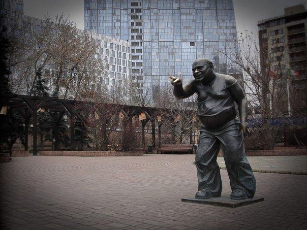 Памятник актеру Евгению Леонову
